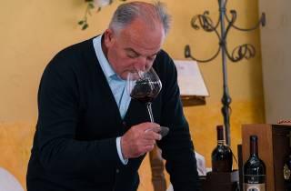 Weinetikettenkurs in San Gimignano mit Verkostung und Vorspeise