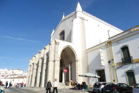 Évora: Private Bus Tour with Tickets from Lisbon