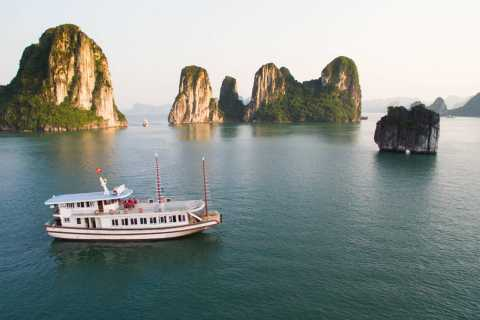 Ha Long Bay: Full-Day Group Tour with Kayaking