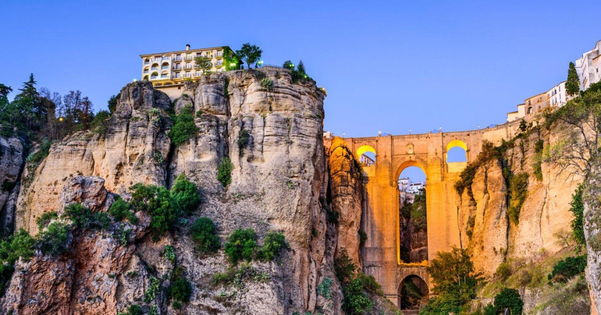 From Seville: Private Day Trip to Ronda and Granada