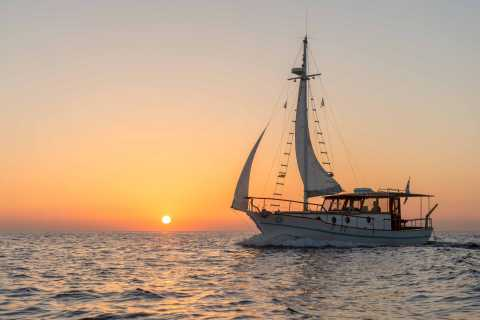 Santorini: Traditional Boat Cruise with Meal