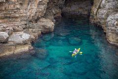 Excursão Ilha de Lokrum e Muralhas de Dubrovnik a Caiaque
