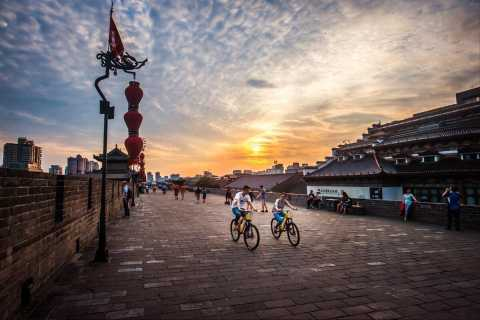 Xi'an City Wall: Guided Tour with Cycling Option