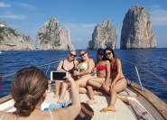 Ab Sorrent: Capri & Blaue Grotte − Kleingruppentour per Boot