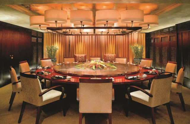 Muscat: Night Tour met diner in Bustan Palace
