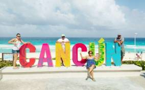 Cancun: Guided City Tour with Pickup