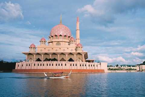 Kuala Lumpur: Putrajaya Tour with Traditional Boat Cruise