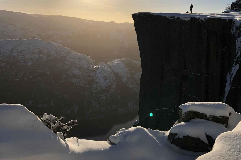 Stavanger: Guided Winter Hike Pulpit Rock Preikestolen