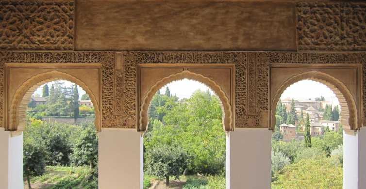 Alhambra: Private Tour for up to 10 People