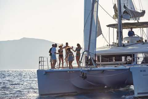 Santorini: Luxurious Catamaran Cruise with Meal