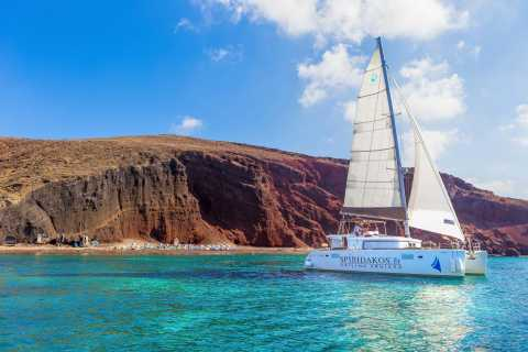 Santorini: crociera per poche persone in catamarano di lusso