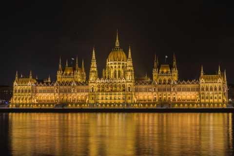 Budapest: 2-Hour Small Group Night Walking Tour