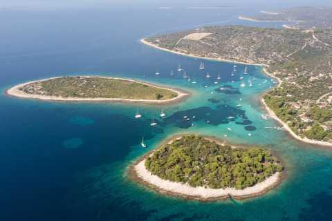 Split: Privater Bootsausflug zur Blauen Lagune und Solta