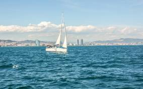 Barcelona Port Vell: Afternoon Merienda Sailing Cruise