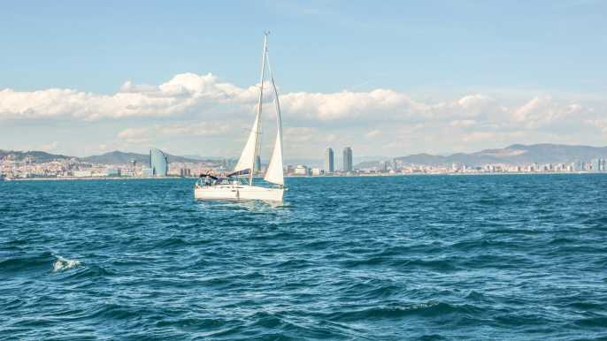 Barcelona: Sailing Experience with Refreshments