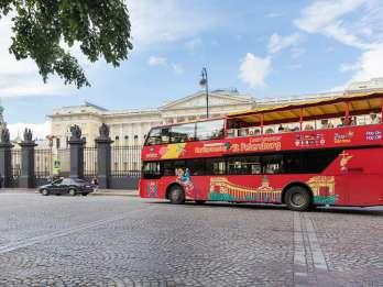 St. Petersburg: Hop-On/Hop-Off-Bus und Bootstour