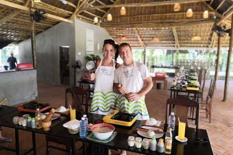 Hoi An: Local Cooking Class with Market Trip and Boat Ride