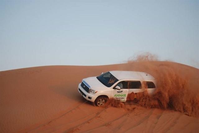 Dubai: duinwoestijnsafari met bbq, kamelenrit en zandsurfen
