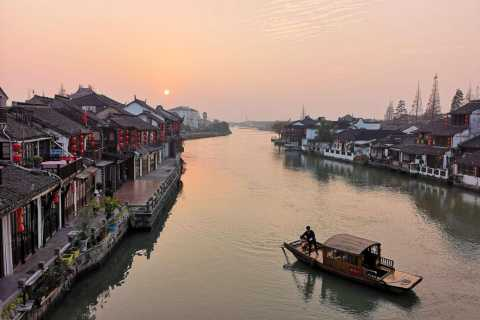 Shanghai Highlights and Zhujiajiao Water Town Private Tour