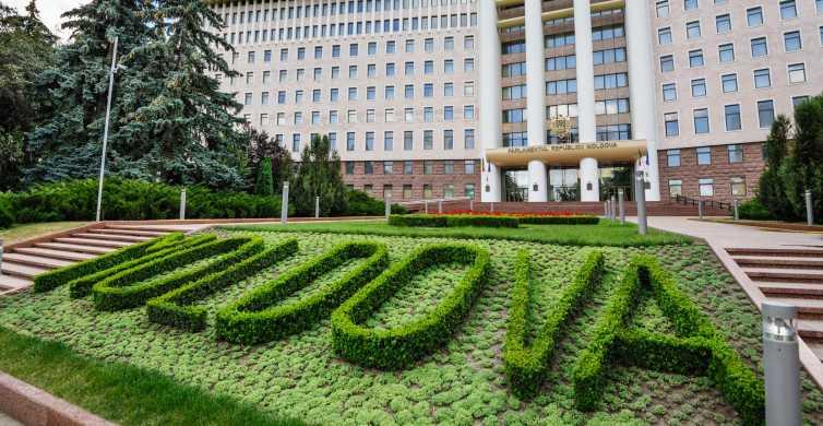 Iasi: Cricova Winery, Chisinau City Tour and Capriana
