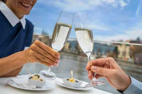 Prague: 50-Minute Sightseeing Cruise with Prosecco