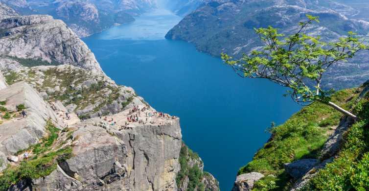 Preikestolen: Guided Hike & Canoe Trip