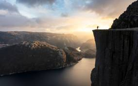 Preikestolen: Autumn Guided Hike & Fjord Cruise