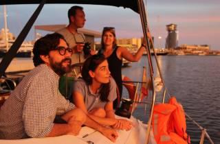 Ab Port Vell: 2-stündige Sunset Sailing Tour in Barcelona