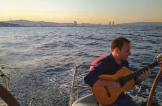 Ab Port Vell: Spanische Gitarre & Segelerlebnis in Barcelona