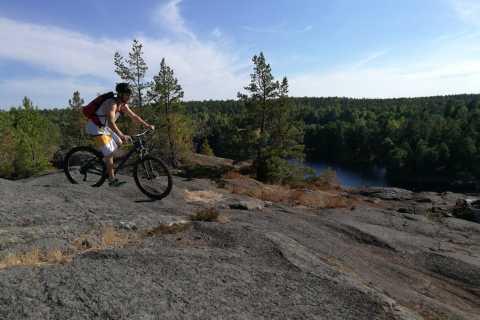 Stockholm: mountainbike i skogen