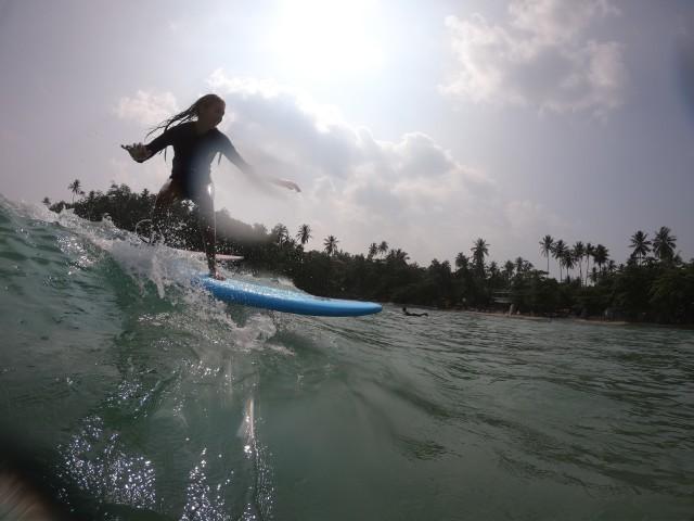 Weligama: Beginner van 1 uur leert les te surfen