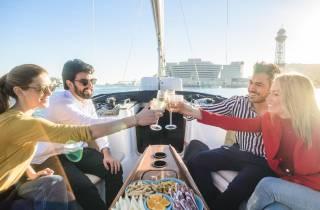 Barcelona: Segeltour entlang der Küste mit Frühstück