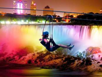 Niagarafälle, Kanada: Zipline-Tour mit Abendbeleuchtung