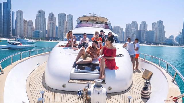 Dubai Marina: tour op een jacht met ontbijt of BBQ
