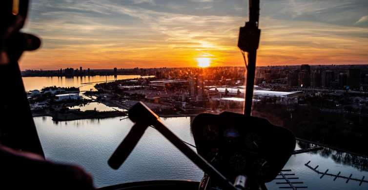 Toronto: Private Helicopter Tour Package for Two