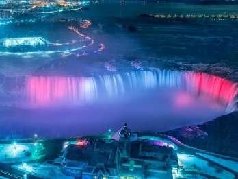 Niagarafälle Kanada: Beleuchtete Niagarafälle ab Toronto