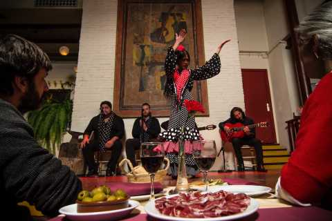 Barcelona: Flamenco Show with Tapas Dinner