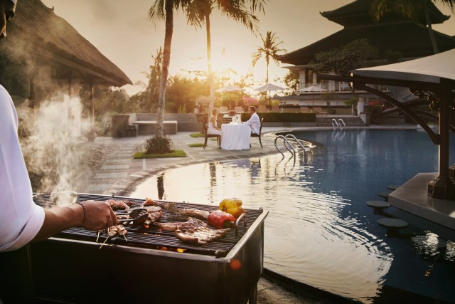 Ubud: Romantic Barbecue Dinner by the Pool