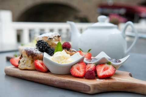 Oxford: Afternoon Tea Sightseeing River Cruise