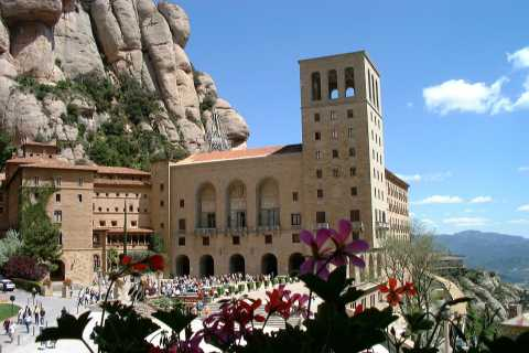 From LLoret de Mar: Full-Day Trip to Montserrat