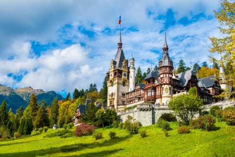 From Bucharest: Day Trip to Sinaia & Peleș Castle