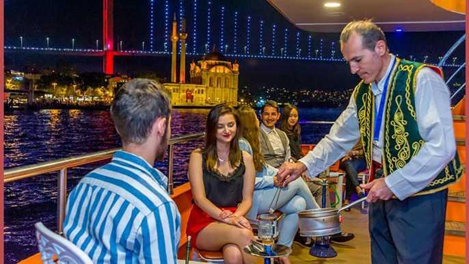 Estambul: crucero nocturno por el Bósforo con cena