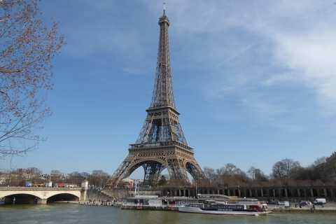 Paris: Explore with a Treasure Hunt on Non-Electric Scooters