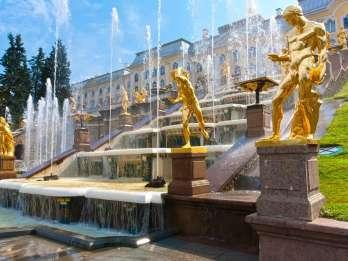 Ab St. Petersburg: Schloss Peterhof & Gärten