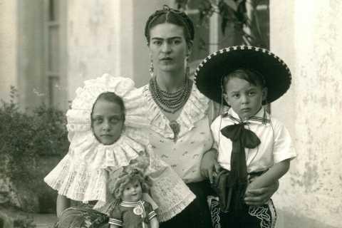 Mexico City: Frida Kahlo's Life, Art & Flavors Tour