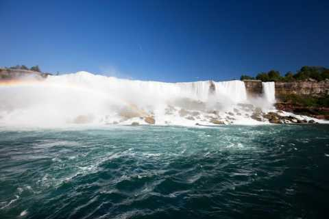 Niagara Falls, Toronto and 1000 Islands 3-Day Tour from NYC