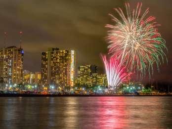 Waikiki: Freitagabend Bootsfahrt mit Feuerwerk & BYOB