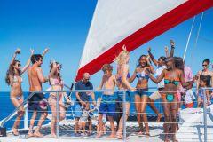 Montego Bay: Cruzeiro de Catamarã da Família Reggae com Mergulho Livre