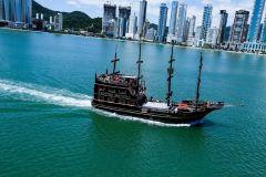 Balneário Camboriú: Passeio Barco Pirata e Parque Unipraias