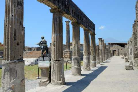 From Naples: Pompeii and Sorrento Tour in a Luxury Vehicle